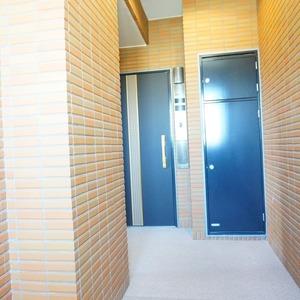 ファミールグラン白金ヴェルデフォーレ(8階,)のフロア廊下(エレベーター降りてからお部屋まで)