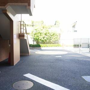 ファミールグラン白金ヴェルデフォーレの駐車場