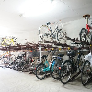 ファミールグラン白金ヴェルデフォーレの駐輪場