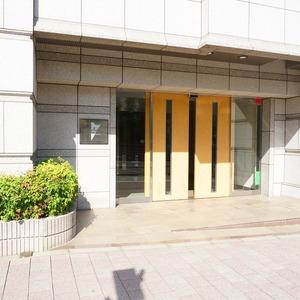 ファミールグラン白金ヴェルデフォーレのマンションの入口・エントランス