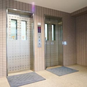 アドリーム文京動坂のエレベーターホール、エレベーター内