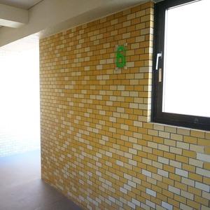 マンション小石川台(6階,)のフロア廊下(エレベーター降りてからお部屋まで)