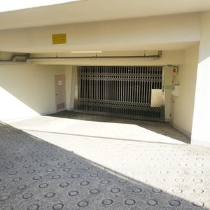 マンション小石川台の駐車場