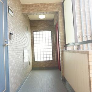ライオンズマンション小石川植物園(7階,)のフロア廊下(エレベーター降りてからお部屋まで)