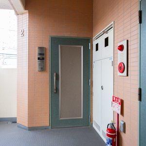 三ノ輪アムフラット(2階,3799万円)のフロア廊下(エレベーター降りてからお部屋まで)