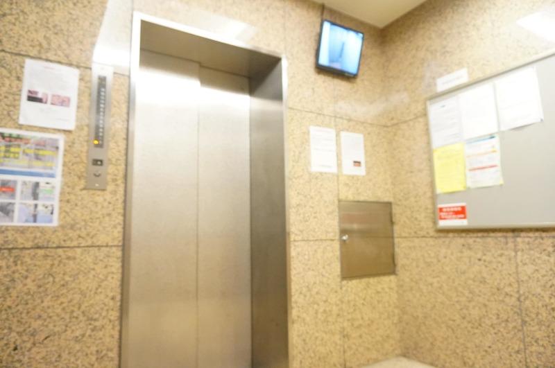 マージュ市谷柳町のエレベーターホール、エレベーター内1枚目