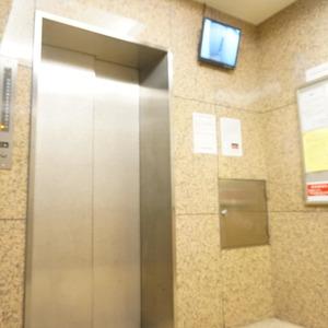 マージュ市谷柳町のエレベーターホール、エレベーター内