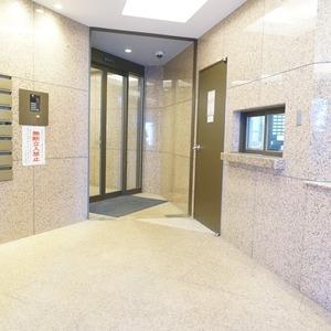 マージュ市谷柳町のマンションの入口・エントランス