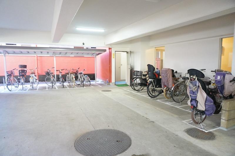 市谷加賀町スカイマンションの駐輪場1枚目