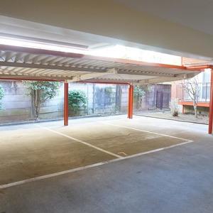 市谷加賀町スカイマンションの駐車場