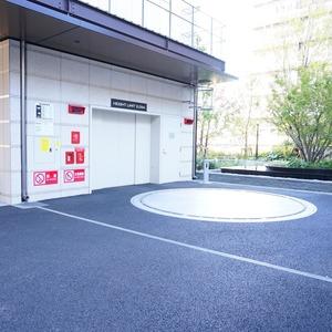 ブリリアタワー代々木公園クラッシィの駐車場