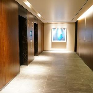 ブリリアタワー代々木公園クラッシィのエレベーターホール、エレベーター内