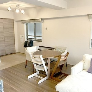 オープンレジデンシア広尾2(2階,9450万円)の居間(リビング・ダイニング・キッチン)