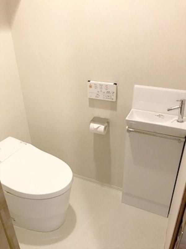 オープンレジデンシア広尾29450万円のトイレ1枚目