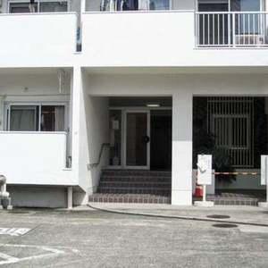 目黒ロイヤルハイツのマンションの入口・エントランス