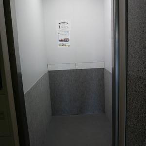 ナイスアーバン浅草のエレベーターホール、エレベーター内