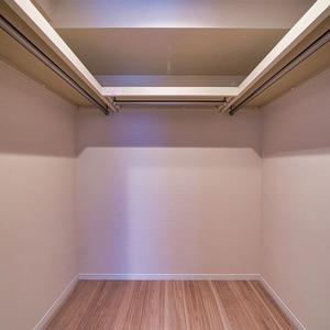 ニューハイツ新神楽坂(2階,6480万円)のウォークインクローゼット