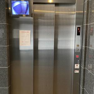ミルーナヒルズアイル両国のエレベーターホール、エレベーター内