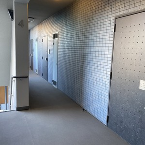 ミルーナヒルズアイル両国(4階,)のフロア廊下(エレベーター降りてからお部屋まで)