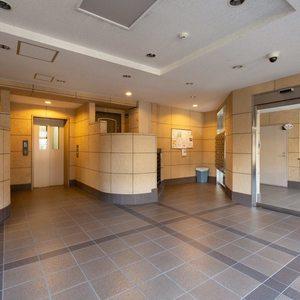 西日暮里ローヤルコーポのマンションの入口・エントランス