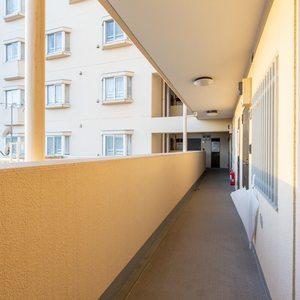 ライオンズマンション西日暮里第2(6階,)のフロア廊下(エレベーター降りてからお部屋まで)