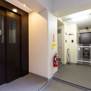 サンコート池袋のフロア廊下(エレベーター降りてからお部屋まで)
