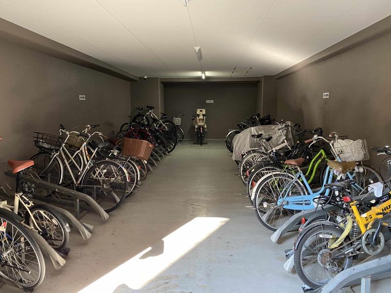 メゾンドール錦糸町ツインの駐輪場1枚目