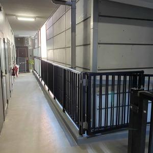 メゾンドール錦糸町ツイン(2階,4499万円)のフロア廊下(エレベーター降りてからお部屋まで)