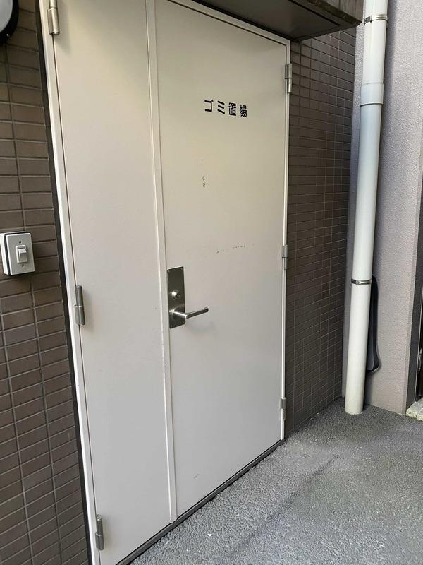 メゾンドール錦糸町ツインのごみ集積場1枚目