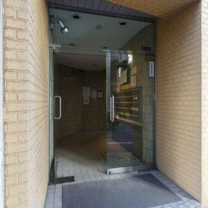 プチモンド上野のマンションの入口・エントランス