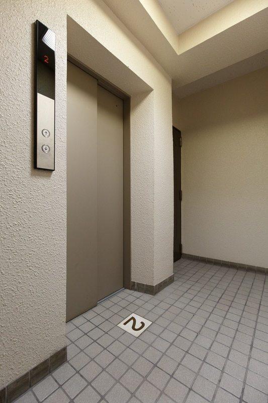 プチモンド上野2499万円のフロア廊下(エレベーター降りてからお部屋まで)1枚目