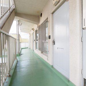 ビッグ武蔵野池袋(2階,)のフロア廊下(エレベーター降りてからお部屋まで)