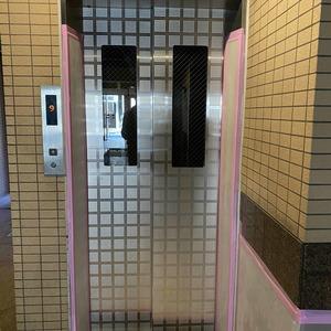サンスターレ浅草橋のエレベーターホール、エレベーター内