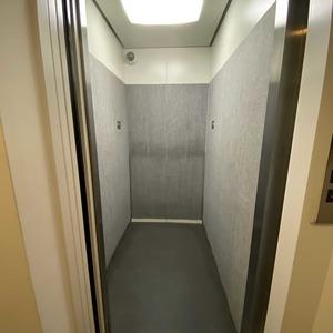 コンフォルテハイム蔵前のエレベーターホール、エレベーター内