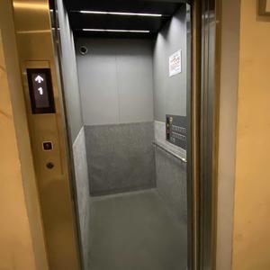 ハーモニーレジデンス錦糸町 #001のエレベーターホール、エレベーター内
