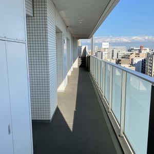 ハーモニーレジデンス錦糸町 #001(10階,4199万円)のフロア廊下(エレベーター降りてからお部屋まで)