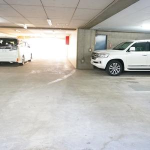 ライオンズマンション箱崎町の駐車場
