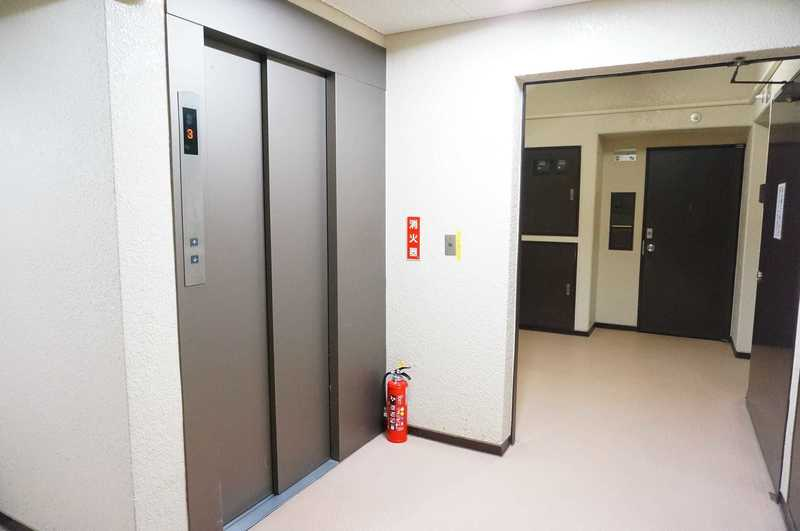 サンビューハイツ四番町のエレベーターホール、エレベーター内1枚目