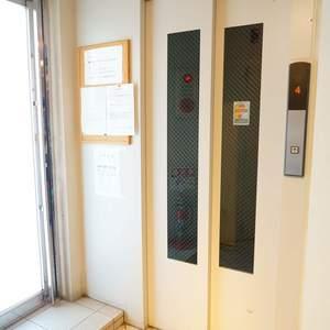 ラグジュアリーアパートメント若林CQのエレベーターホール、エレベーター内