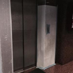 柳恵キングハイツのエレベーターホール、エレベーター内