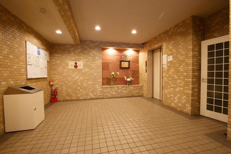恵比寿ガーデンのエレベーターホール、エレベーター内1枚目
