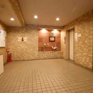 恵比寿ガーデンのエレベーターホール、エレベーター内