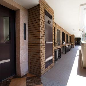 ガーデンホーム落合ヒルズ(1階,6199万円)のフロア廊下(エレベーター降りてからお部屋まで)