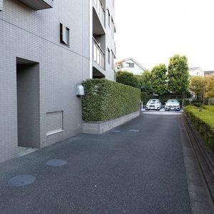 上野毛南パークホームズの駐車場