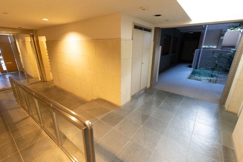 上野毛南パークホームズのエレベーターホール、エレベーター内1枚目
