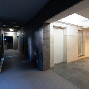 上野毛南パークホームズ(1階,4990万円)のフロア廊下(エレベーター降りてからお部屋まで)