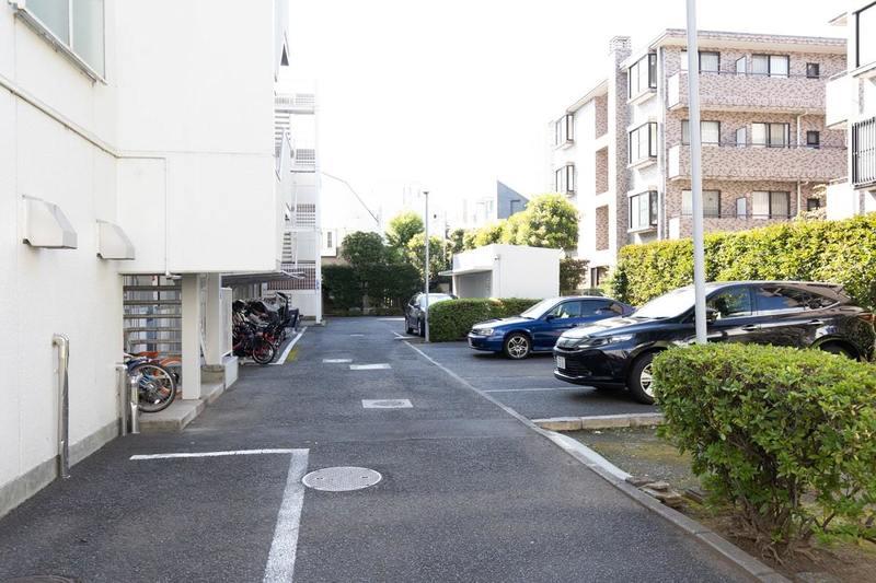 二子玉川ロイヤルマンションの駐車場1枚目