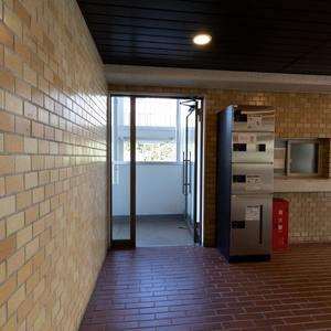 二子玉川ロイヤルマンション(1階,4580万円)のフロア廊下(エレベーター降りてからお部屋まで)