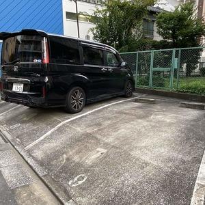 両国スカイハイツの駐車場