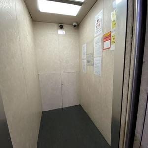 ライオンズマンション亀戸カナメビルのエレベーターホール、エレベーター内